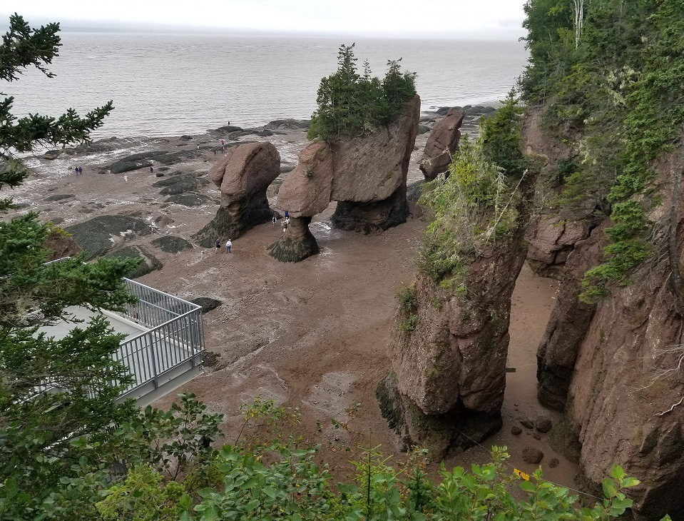 picture of hopewell rocks in bay of fundy