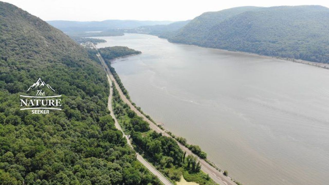 hudson highlands state park scenic drive on the Appalachian mountains 03