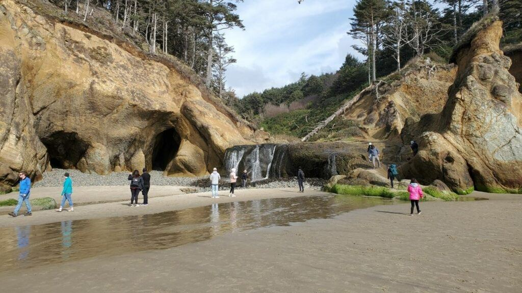 hug point waterfall on beach oregon