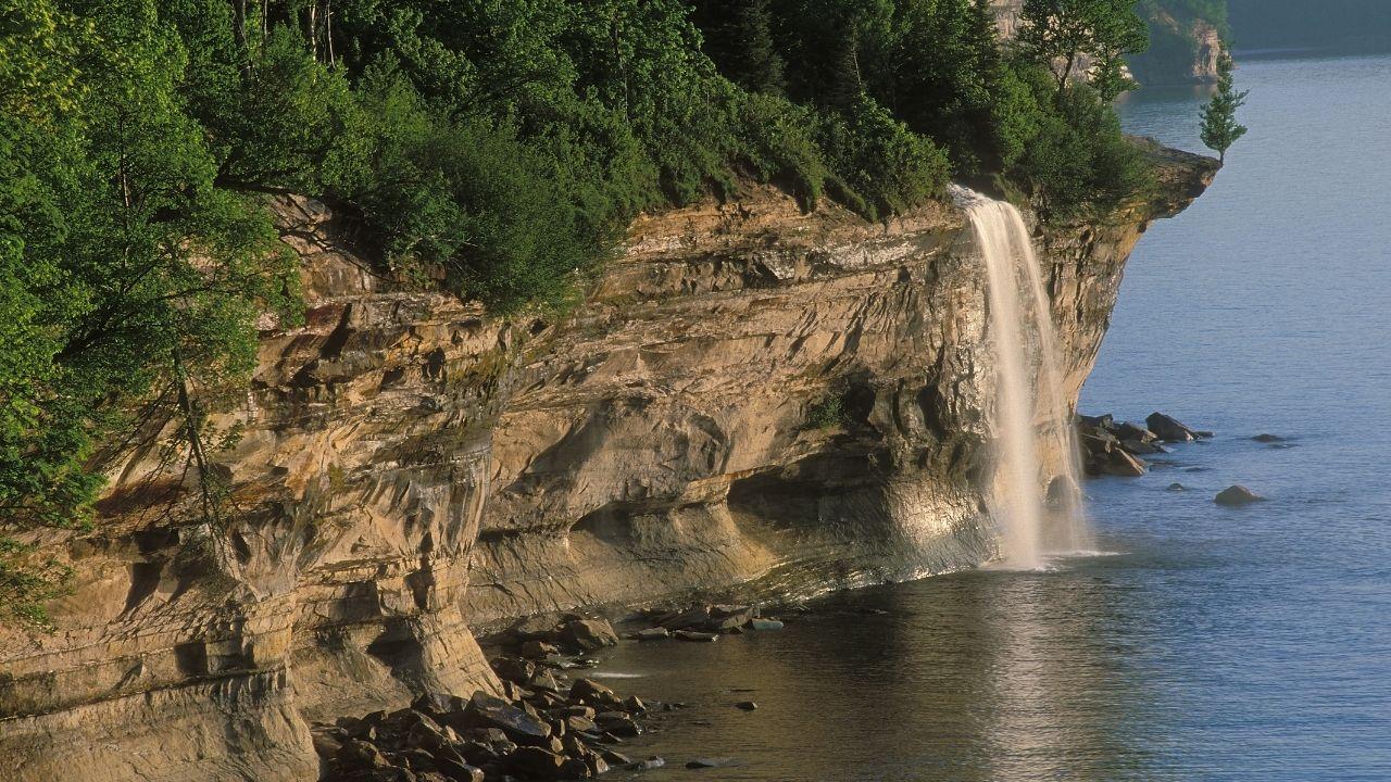 spray falls waterfall with beach 01