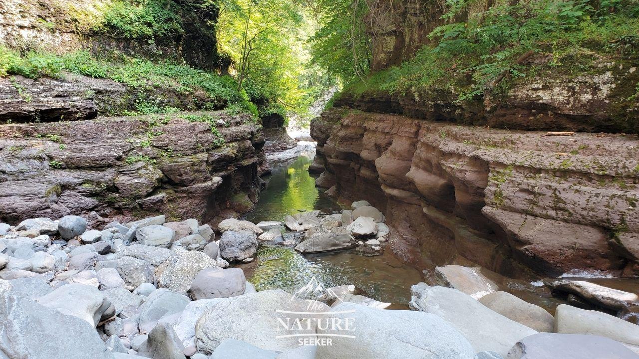 gorge trail near boulder rock