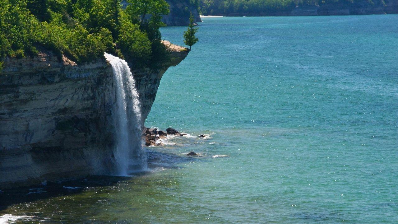 spray falls pictured rocks national lakeshore